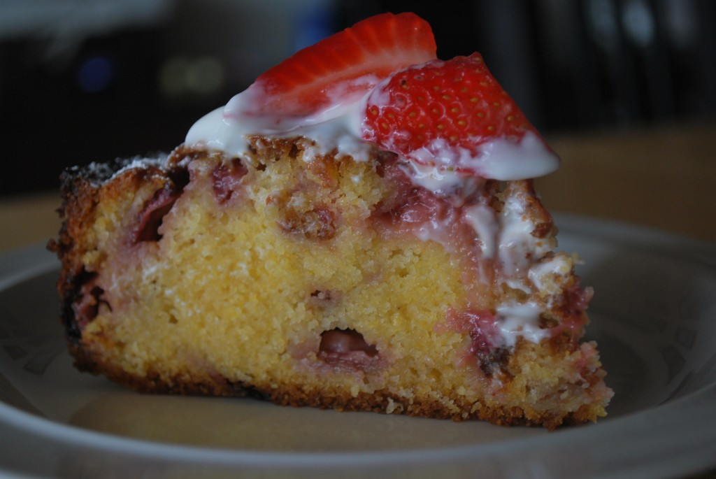 Stawberry and Yoghurt Cake Slice